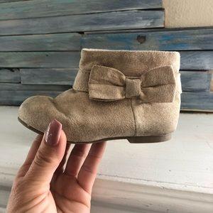 Gymboree bow ankle boots sz: 6